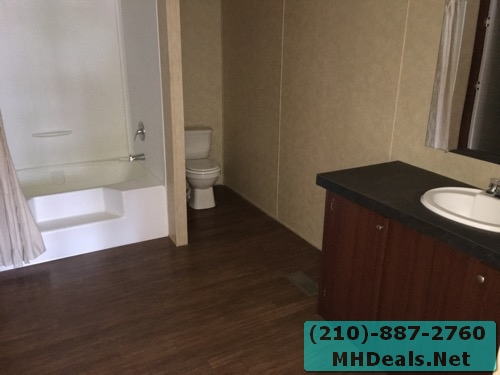 3 bed 2 bath doublewide mobile home bathroom