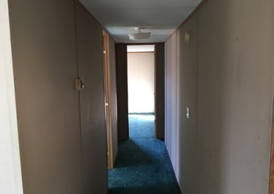 hallway Cheap good looking used singlewide-New Braunfels