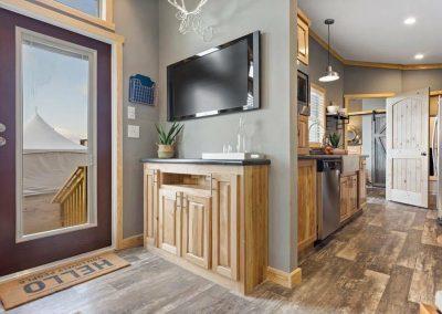 fireplace porch rustic Rustic 1 bedroom cabin 520