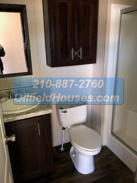 5 bed 5 Bath Oilfield House bathroom 4