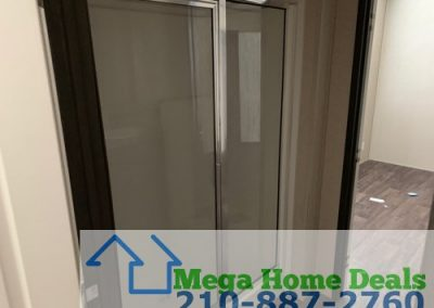 5 bed 3 bath doublewide-san antonio Standing shower
