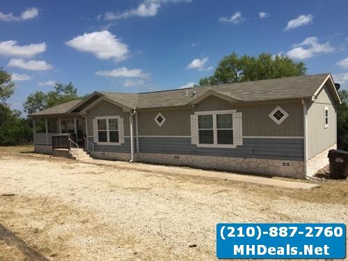 Hondo, TX 3 bed 2 bath home and land 2009 Clayton Rio Vista