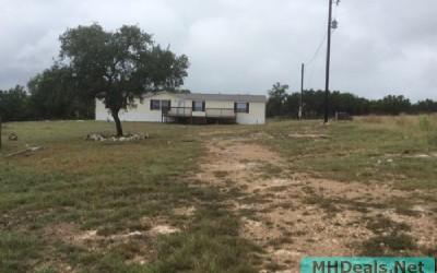 4 bedroom on 5 acres in Comfort Texas