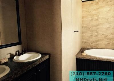 Master bathroom Lytle 3 bed 2 bath 2014 Clayton Powerhouse