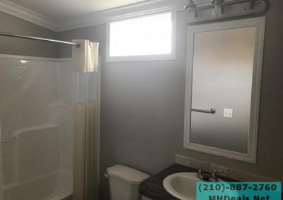 2 bed 2 bath Palmer Bathroom
