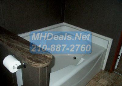 2012 Clayton Extreme repo-seguin soaker tub
