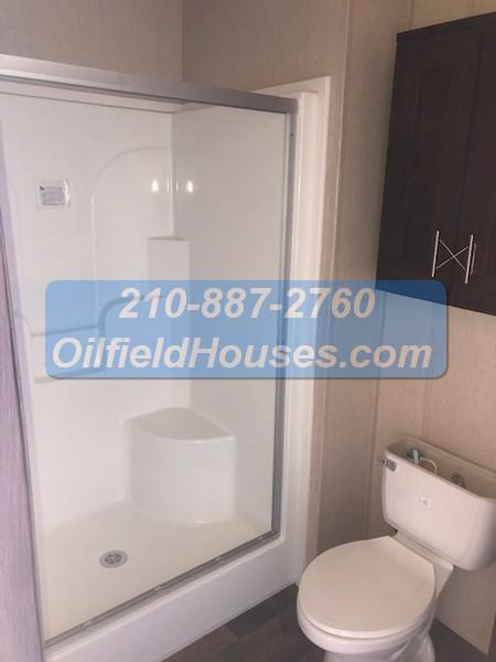 5 bed 5 Bath Oilfield House bathroom