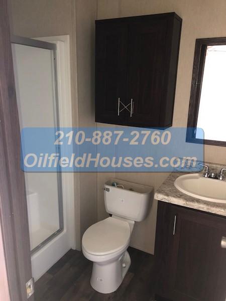 5 bed 5 Bath Oilfield House bathroom 3